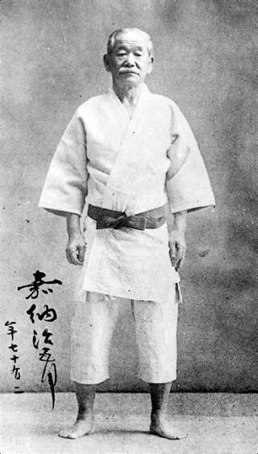 Professor Jigoro Kano, 11de Dan